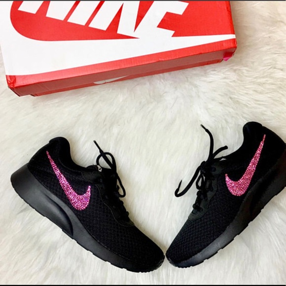 Nike Zapatos De Color Rosa Con Cristales Poshmark De Swarovski Poshmark Cristales Bling Tanjun a629fa